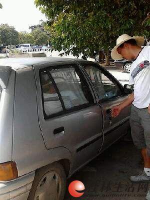 出售老款夏利两厢小汽车高清图片