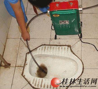马桶水箱,自来水管,阀门