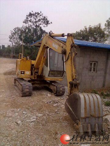 挖机修路装车-转让中 大 小挖掘机,有意者面议
