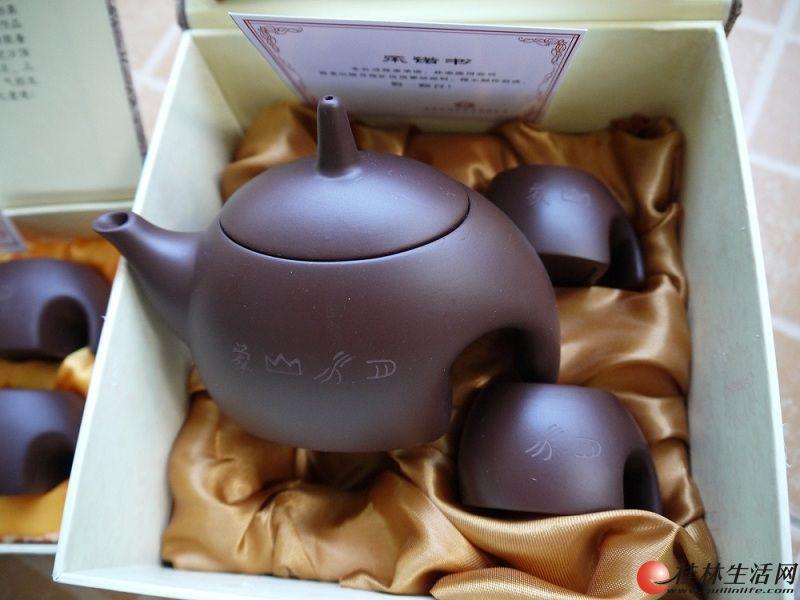 """桂林""""象山水月""""紫砂杯壶一壶二杯 宜兴产礼盒装帅立功作品"""