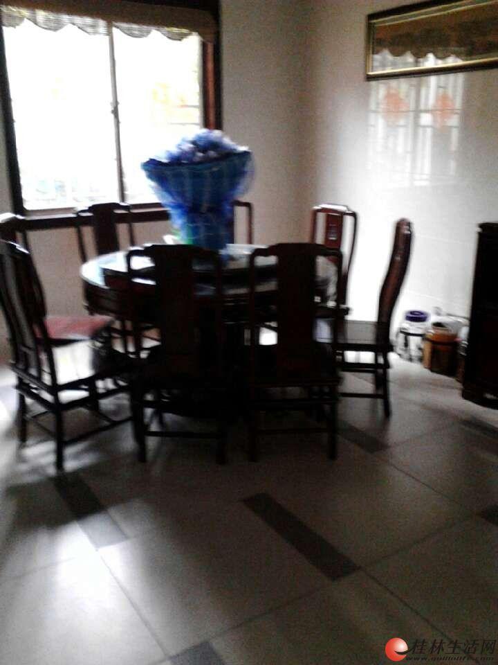 临桂长岛十六区 连排别墅5室2厅3卫 253㎡豪华装修只售150万