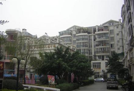 Q急售》群山花苑,3房2厅2卫,5楼,138平米,精装。88万。05年
