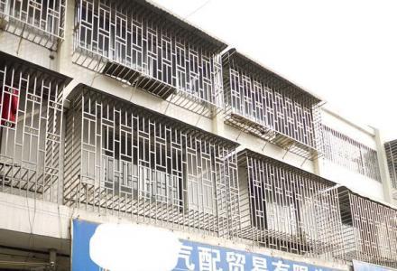 """高铁商圈,北站前广场,""""叠彩商贸城"""",旺铺出租。一铺三层,出租"""