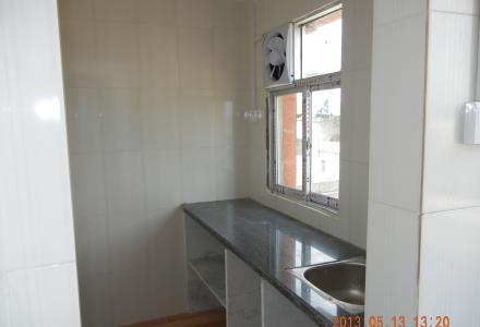 乌石街路口往前500米有门面房和全新房屋出租。