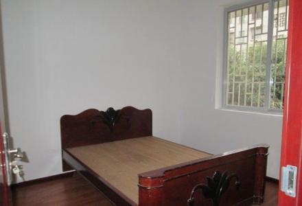 九岗岭小区有1套3楼1房1厅750元精装有部分家电家具。