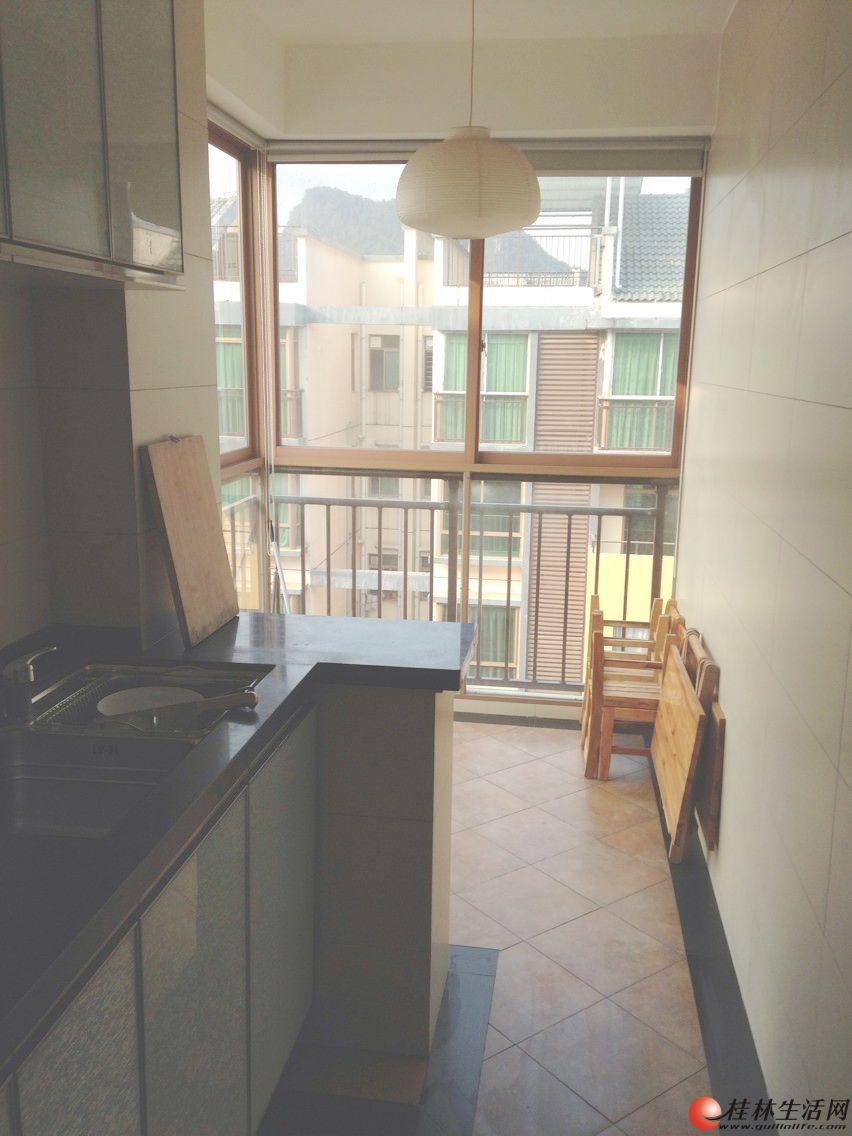 湖光山色 大一房一厅 全新装修 温馨新房 提包入住 设施家具齐全 原想自住