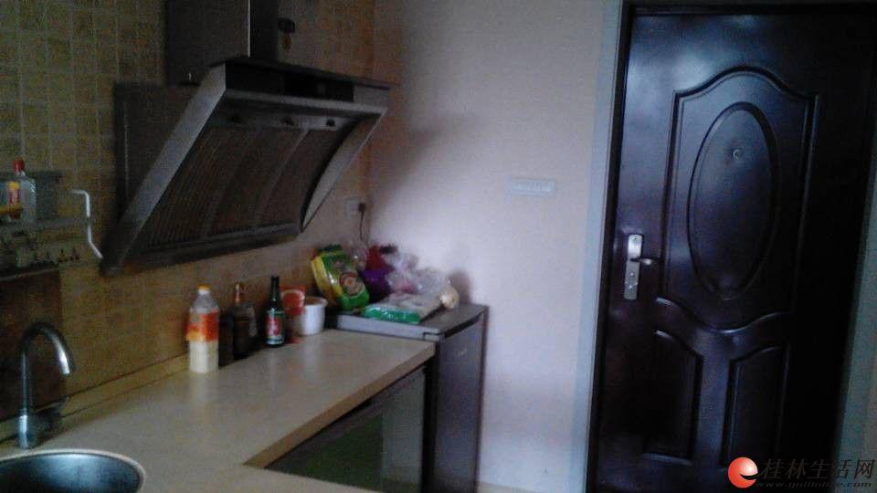 华城新贵小区电梯房600每月