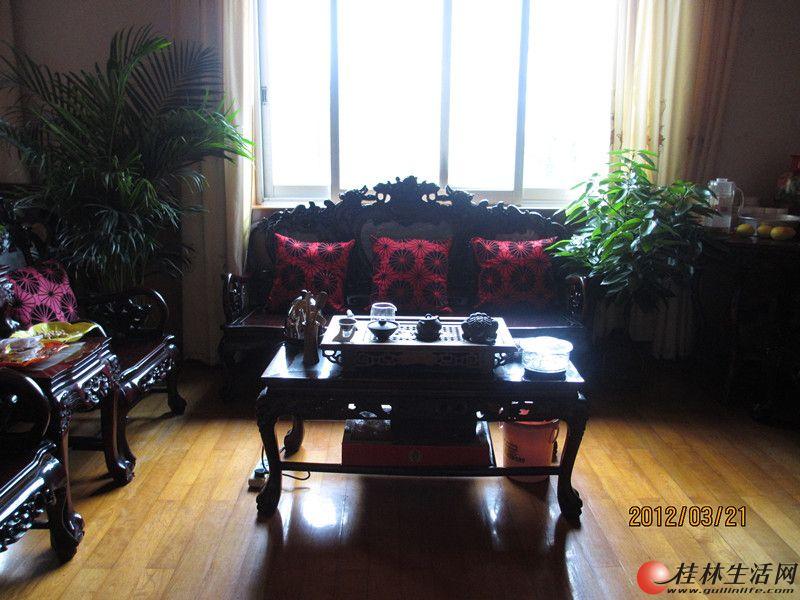 六合路漓江厂小区 三室一厅 中装