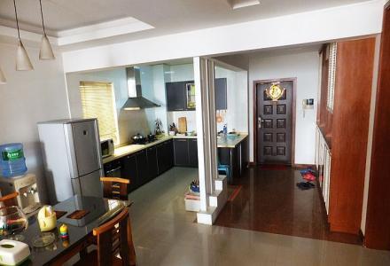 东方大厦精装修大三房175平方月租3700元