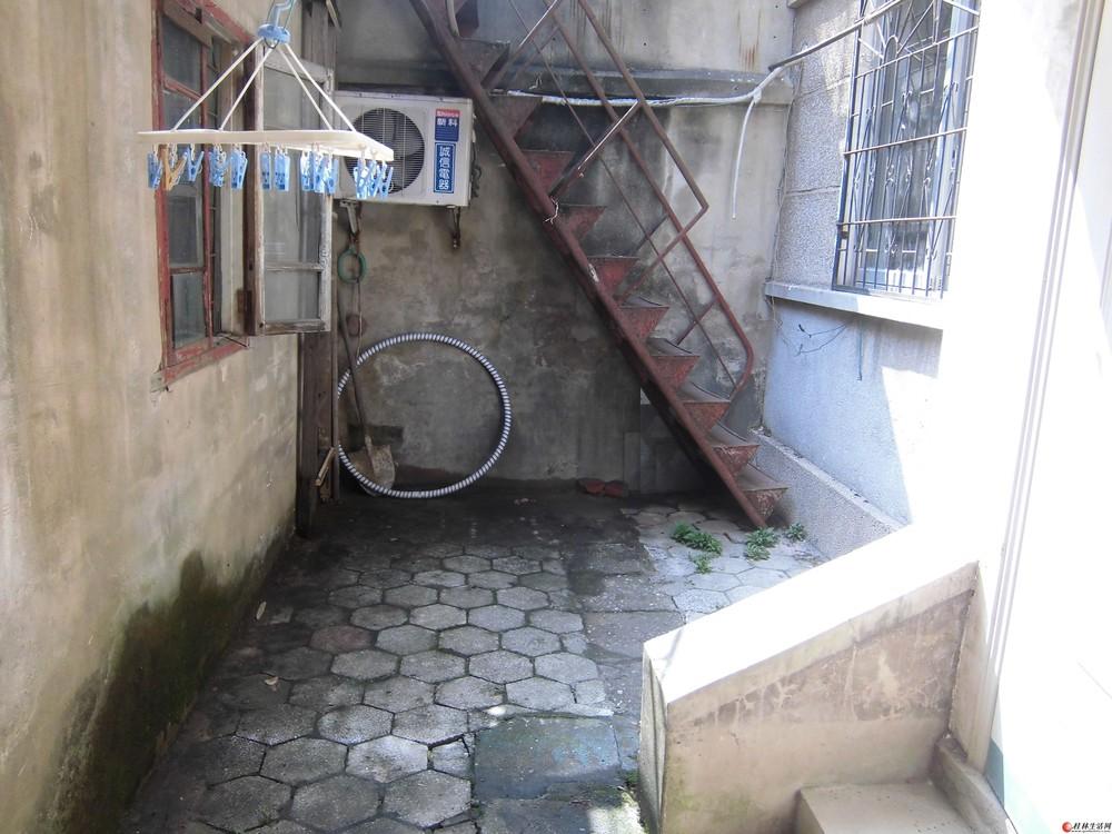一楼阳台怎样防盗图片 别墅一楼阳台效果图 剁饺子馅阳台
