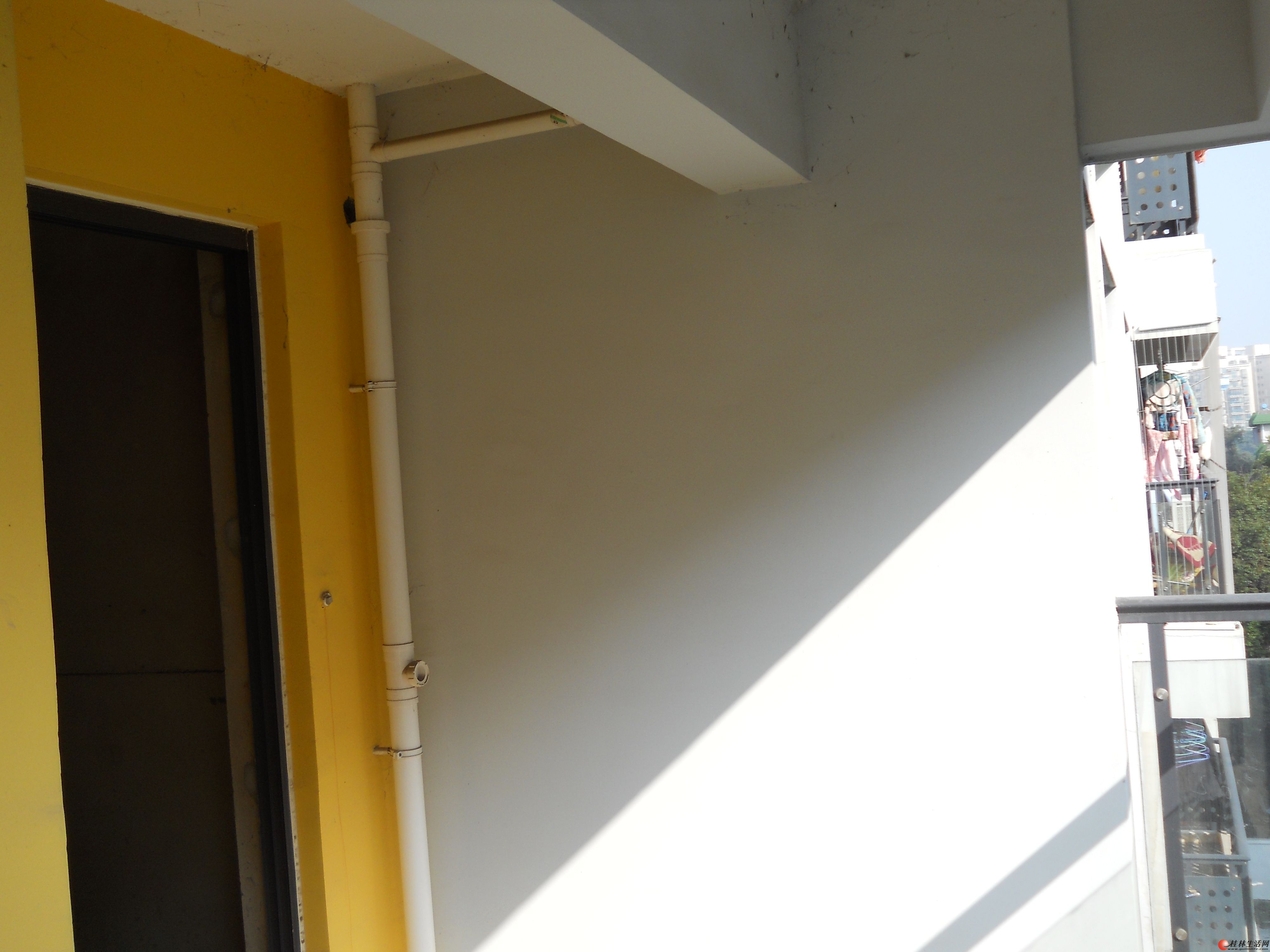 x象山区火车站边 南新铁路小区3房一厅100平方中装修家具高清图片