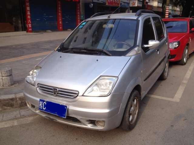 一手私家车,哈飞路宝07年上户手续齐全,冷暖空调 电动车窗 高清图片