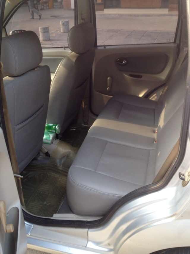 一手私家车,哈飞路宝07年上户手续齐全,冷暖空调 电动车窗 真皮座椅高清图片