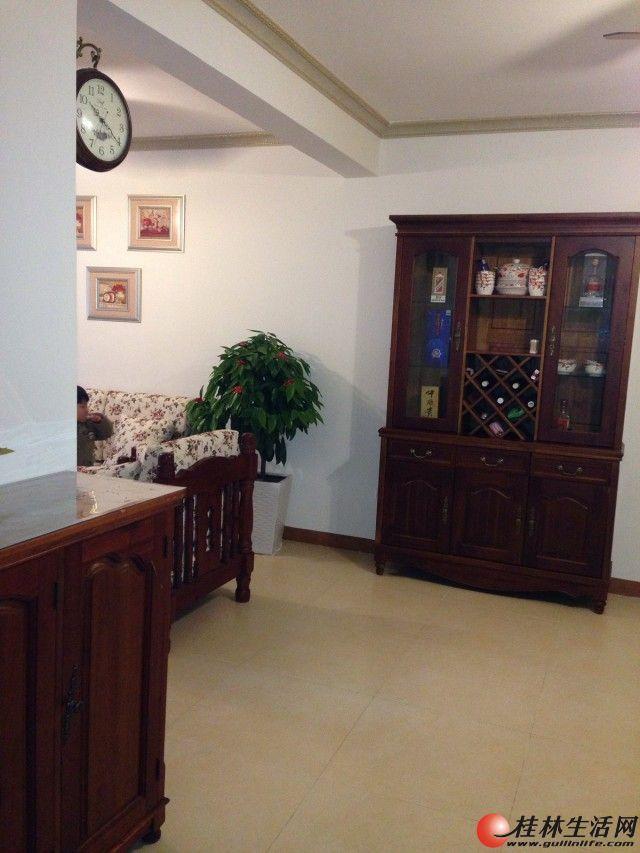 龙隐小学学区房,2013年底新装修 房子装修很温馨,只是楼道比较脏