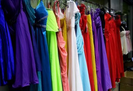 桂林租服装、桂林服装租赁、婚纱、礼服、旗袍、林学士服、演出服等.出租
