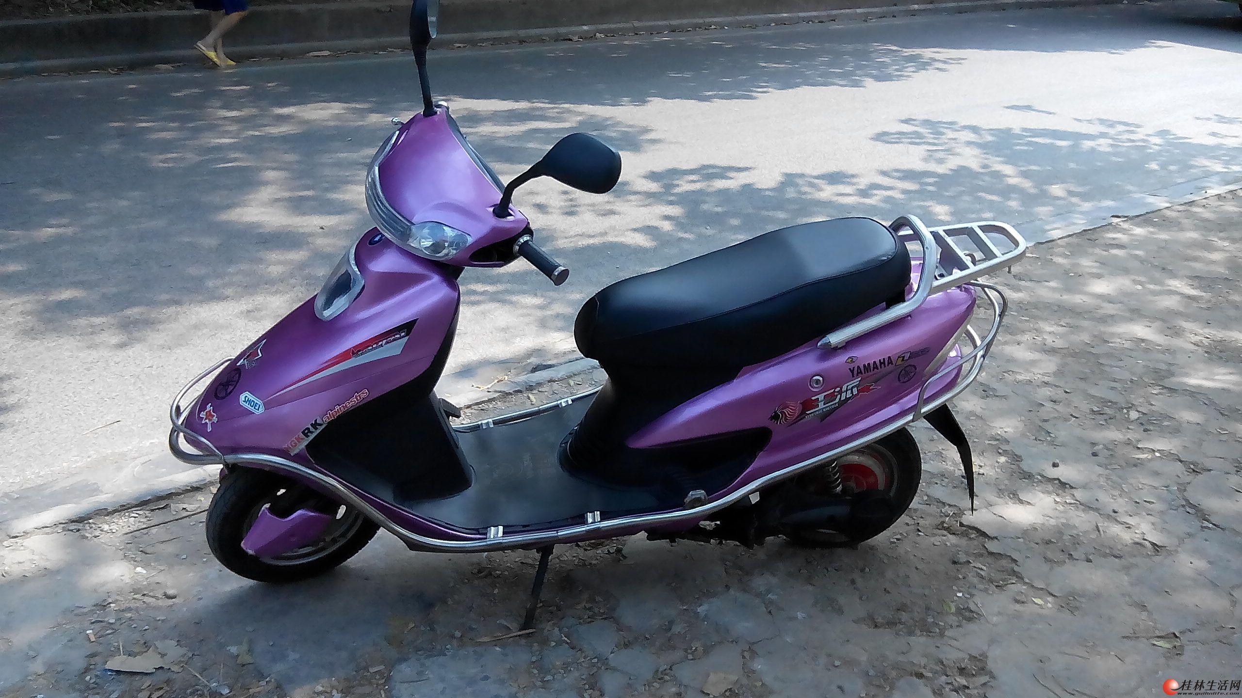 出售一台价超值的,色泽鲜亮,大型脚刹电动车高清图片