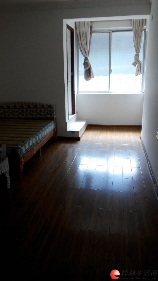 观音阁附近三楼100平米精装修,有床,热水器 高清图片