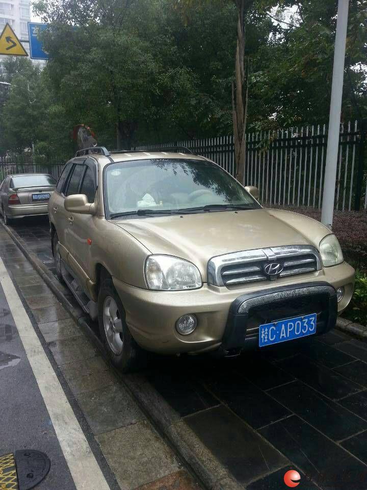 2010款华泰圣达菲高配带天窗汽油豪华版,自家用的车,打算换高清图片
