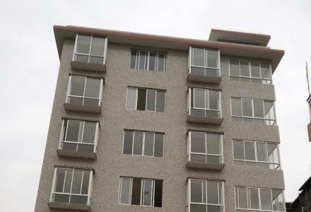 秀峰区九华路商业技校附近(203路公交车直达)一栋六层楼新房出租,可整栋或散租