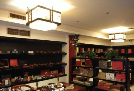 桂林实体店长期回收名烟名酒,各类中外老酒,茶叶茶具。收中华,和天下,海韵,大重九