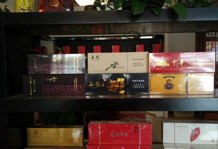 桂林实体店长期回收名烟名酒,各类中外老酒,茶叶茶具。回收茅台酒|五粮液酒|剑南春酒