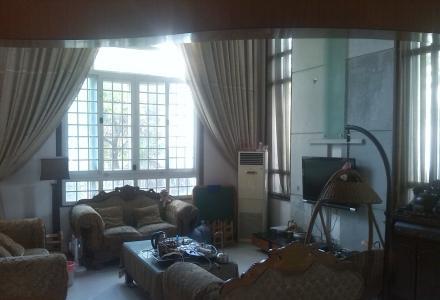 九里香堤 5室3厅 带后花园 拎包入住(别墅区,带后花园,可住可办公)