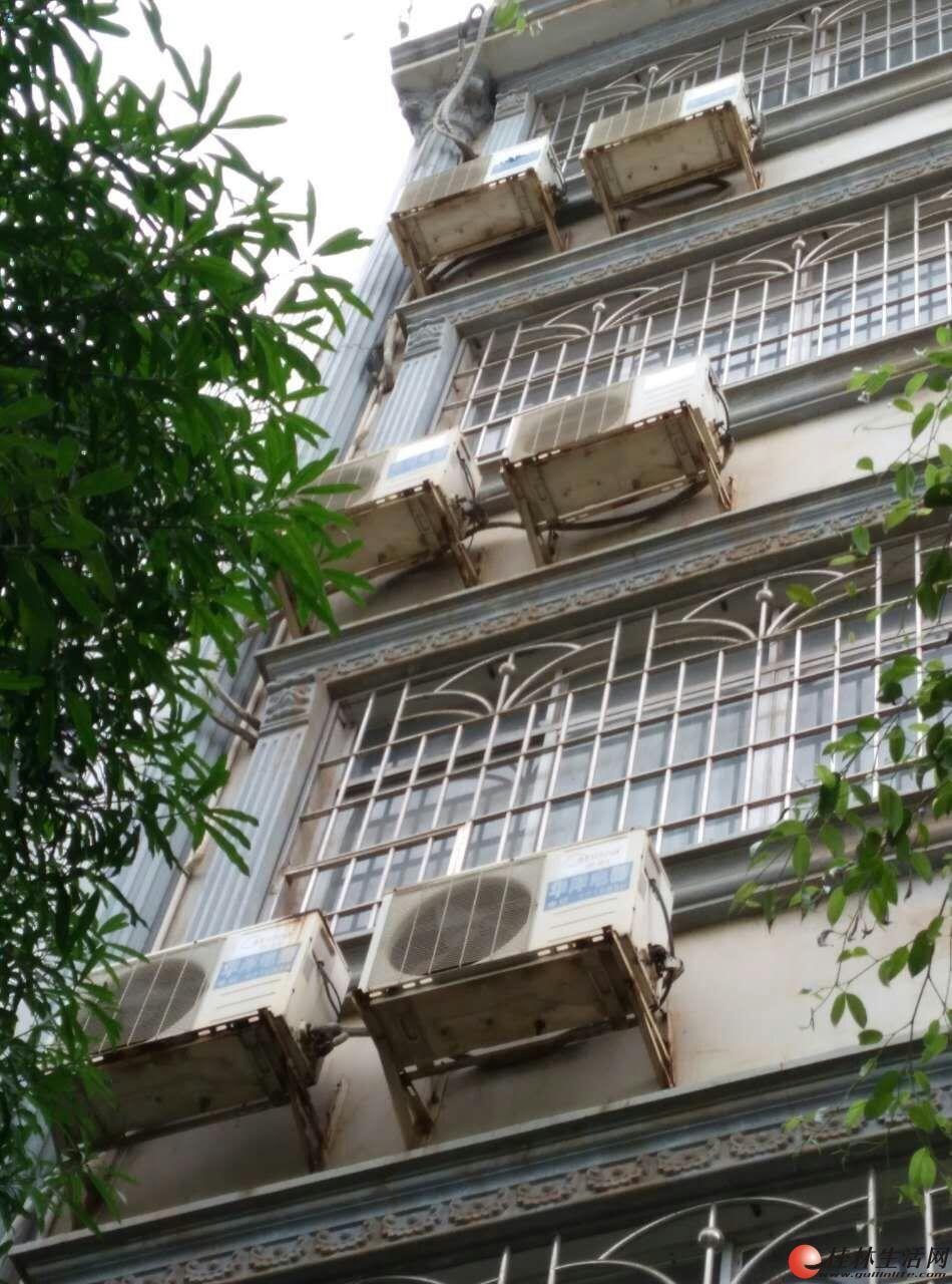 出售两台宾馆用的大型空气能热水器及30平米太阳能板