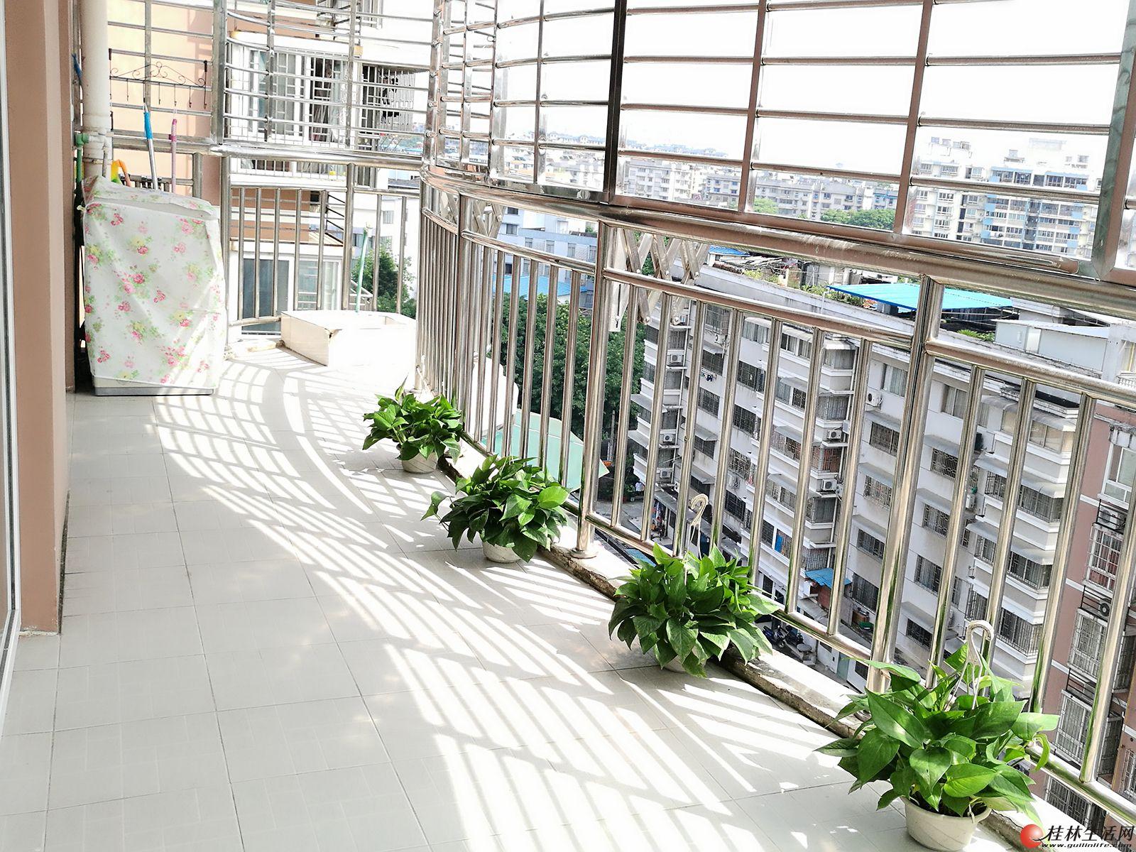 桂林学府家庭温馨公寓双卧套房(日租月租短租)