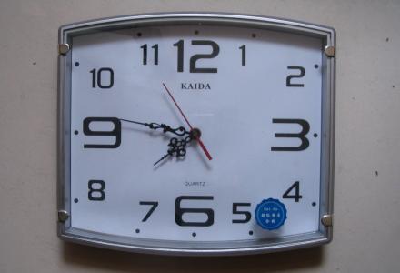 各式石英指针式挂钟出售