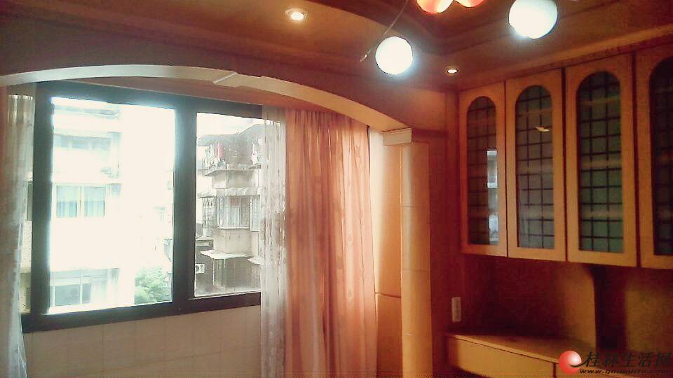 中华路2房1厅,5楼,精致装修,家具家电齐全