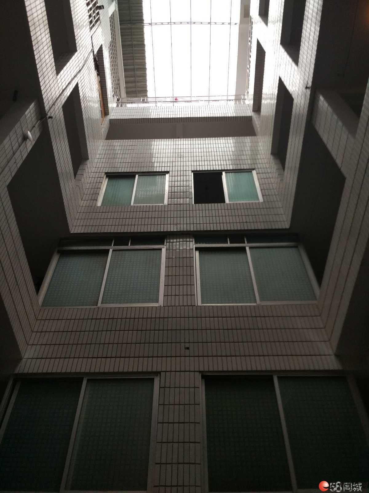 南城百货对面单间配套出租房 20平米 简单装修 押一付一 非中介