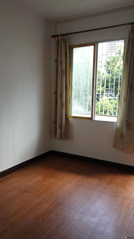 香江饭店旁边刚刚装修楼房出租