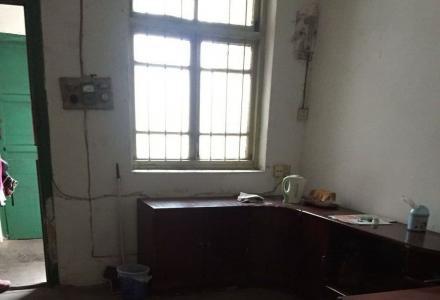 西凤路2楼1房1厅49平方米简单装修400元空房出租
