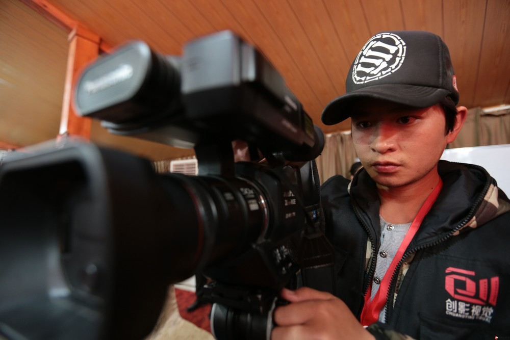 专业承接婚礼摄像、摄影、企业宣传片、微电影等