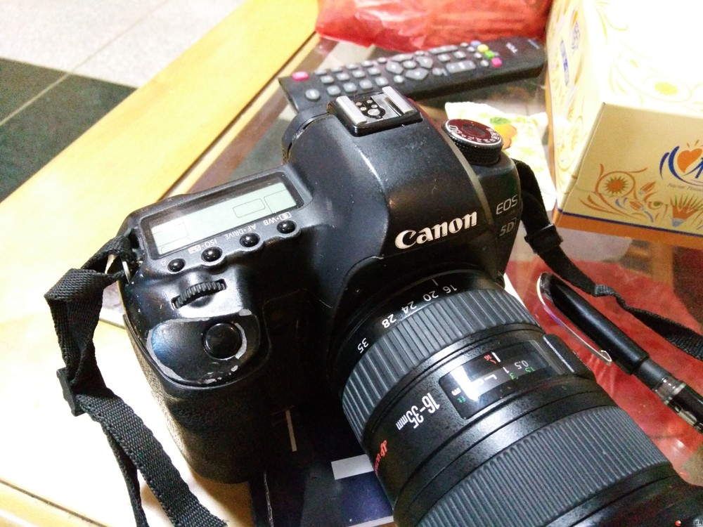佳能5d2专业数码相机低价处理,成色一般,功能完好