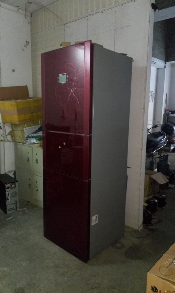出售一台3门的冰箱,约1.7米高,350元包送货。质量保证3个月。