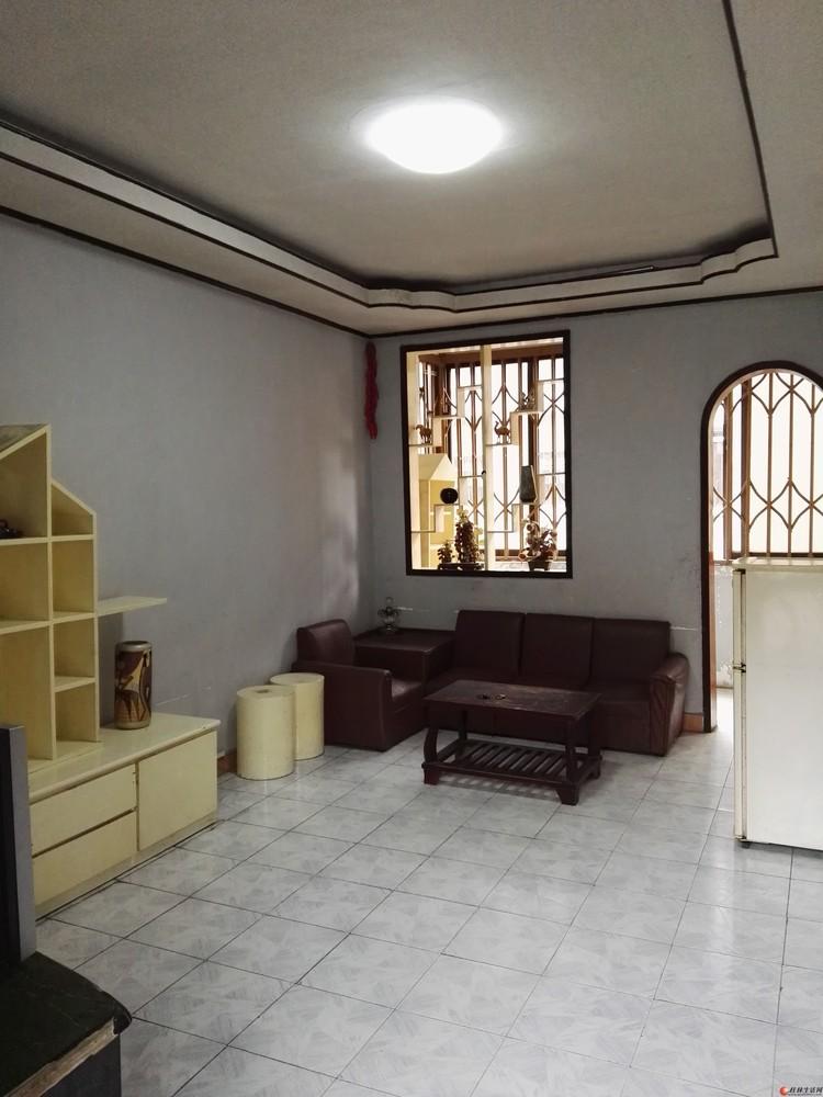 桂林市象山区瓦窑口三楼一房一厅出租(工行旁边)