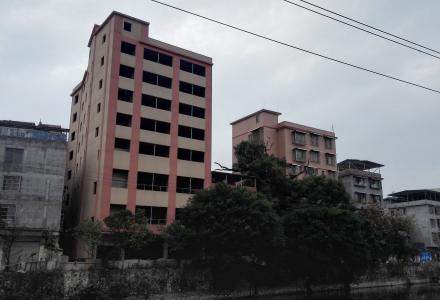 北门商业技校门口,整栋楼出租(八层)