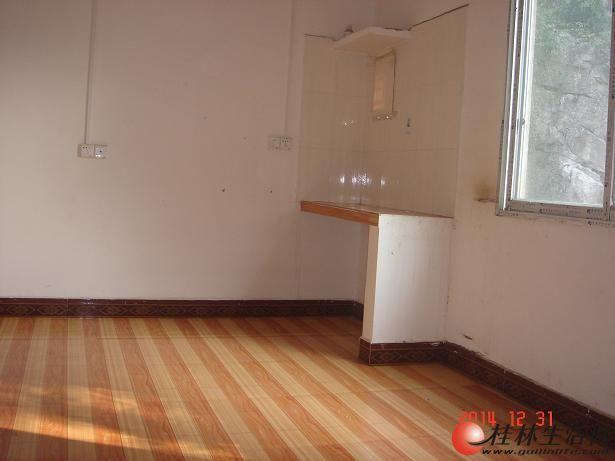 1房1厅400元出租两房一厅600元(机场路漓江加油站旁)