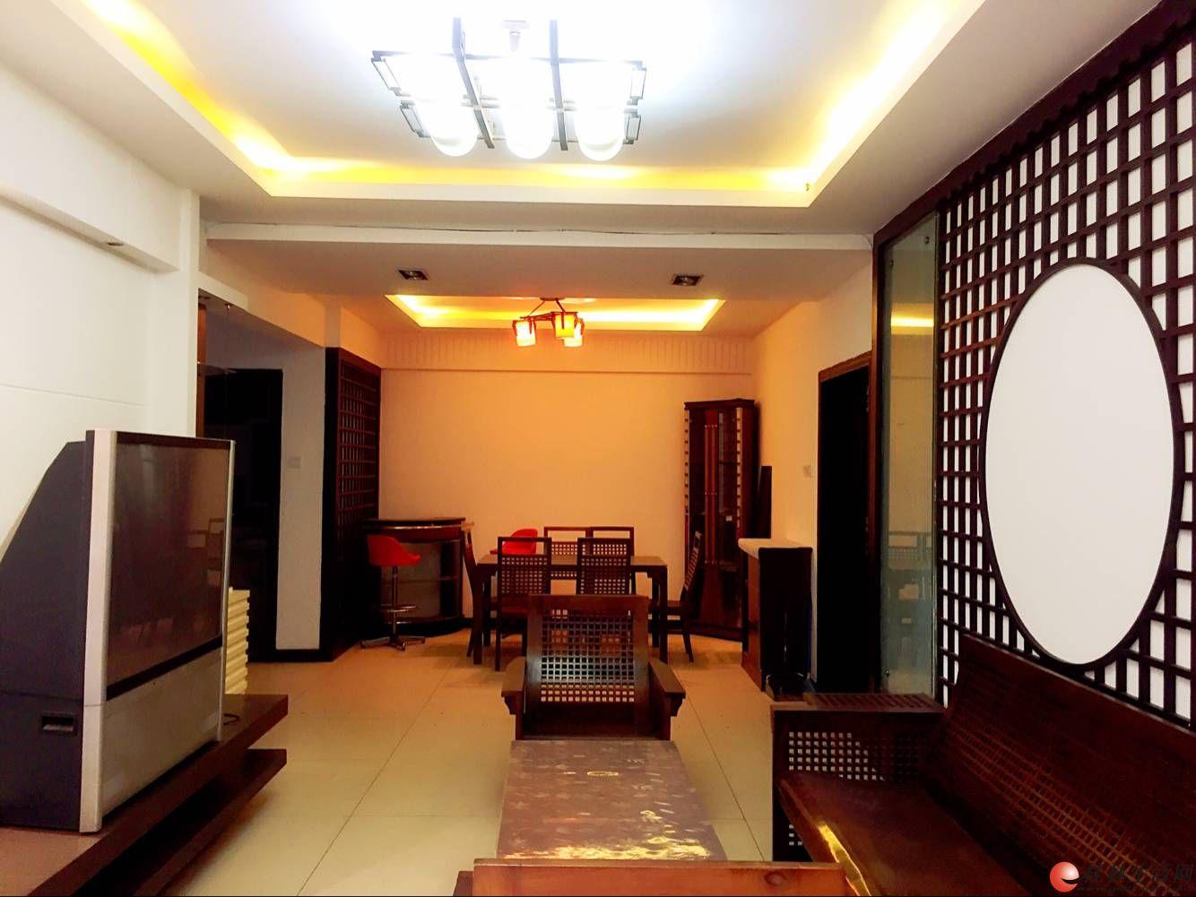 W(出售)  罗马花园3房132㎡80万 精装修 送家具电  优质大3房户型 看房方便