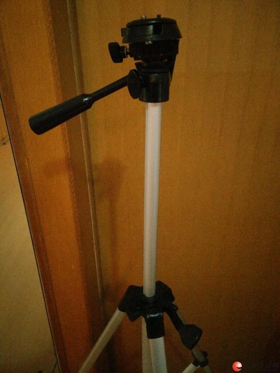 出售一个富士相机三脚架