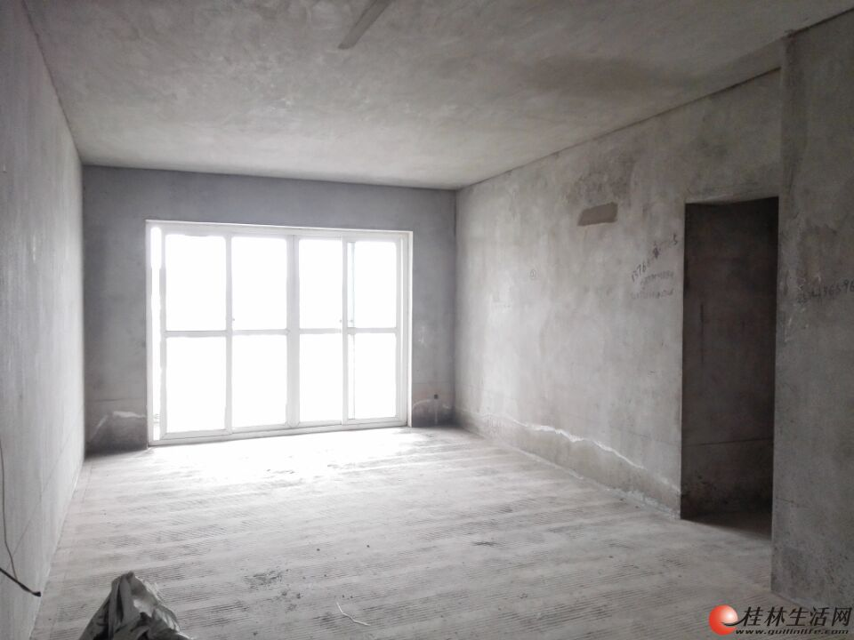 Y【汇通学区】上东国际清水3房2厅2卫 105㎡ 65万