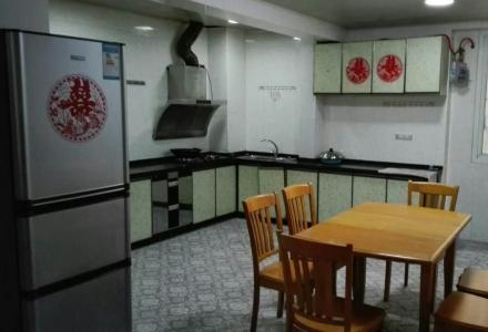 香格里拉 3房2厅2卫 138平米 带50平米花园 2800元/月 家具齐全 拎包入住 房东直租