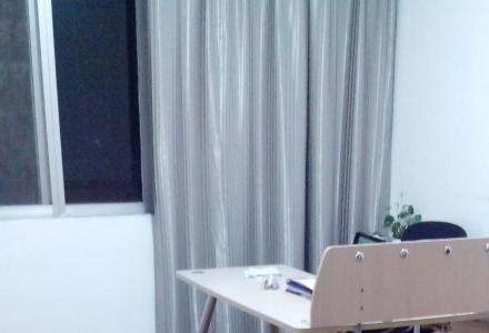 秀峰区政府旁甲山新村 3室2厅 上下两层180平米,办公住宿仓库,适合生意人租用