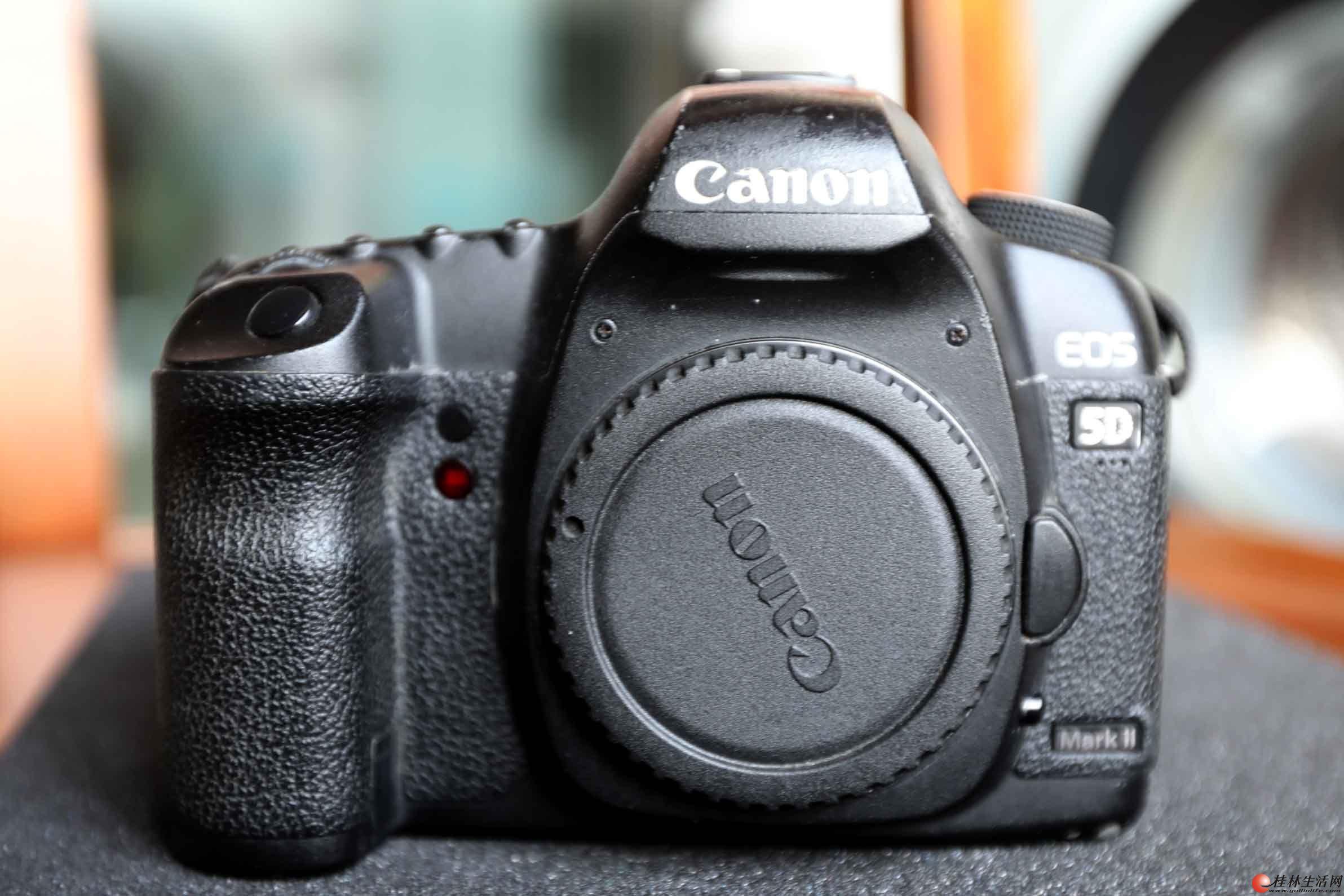 出售自用佳能5D2单反相机。