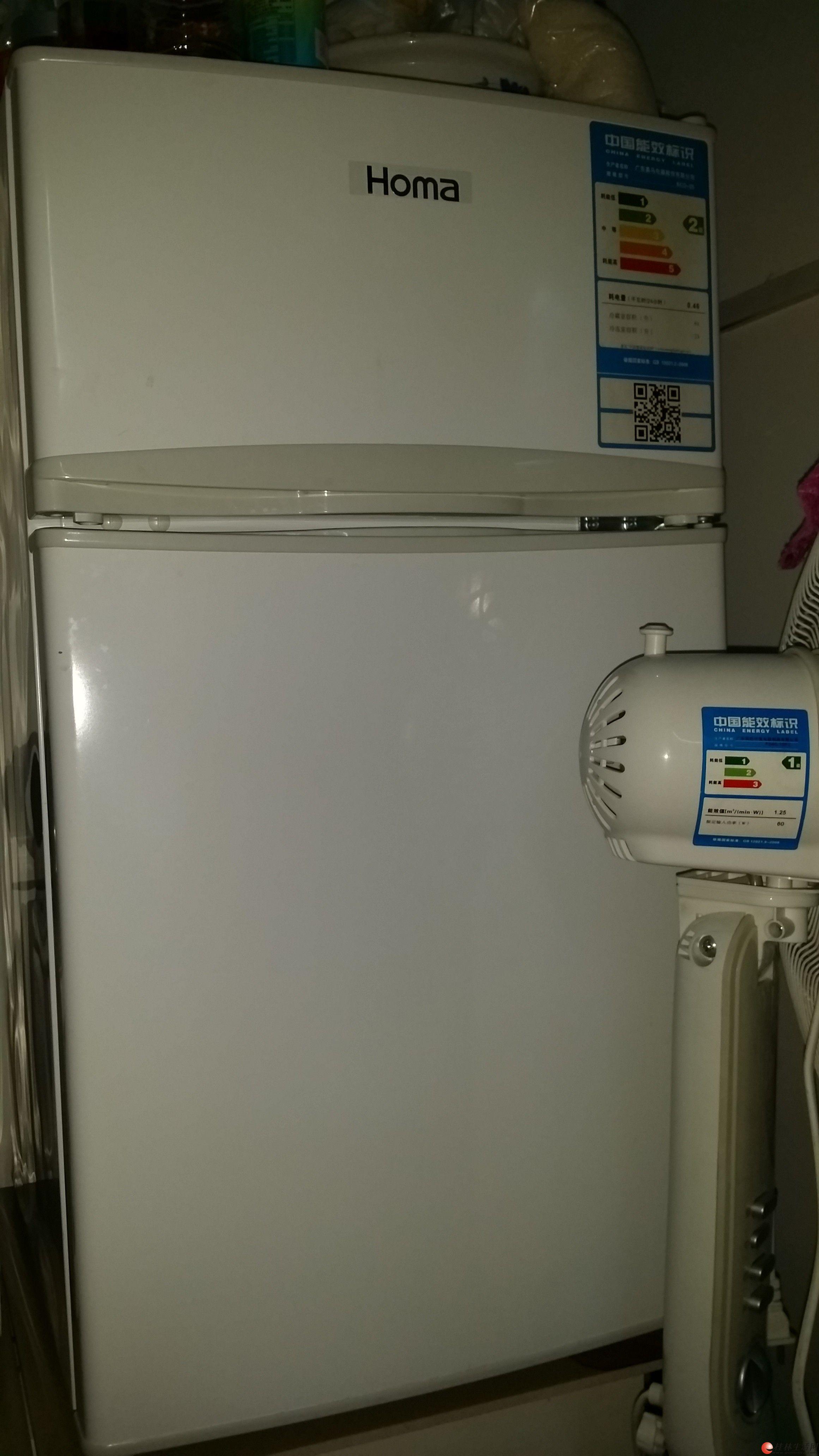出售新买两个月的自家用的双门小冰箱一个,上层是冷藏,下层是保鲜。  24L冷冻室,结