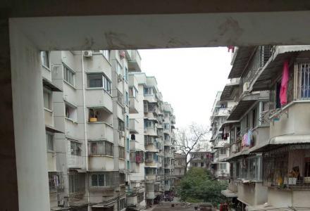 A骖鸾小区,2房2厅1卫,60平米,1400元/月,4楼,简装全配,押二付一,一年起租