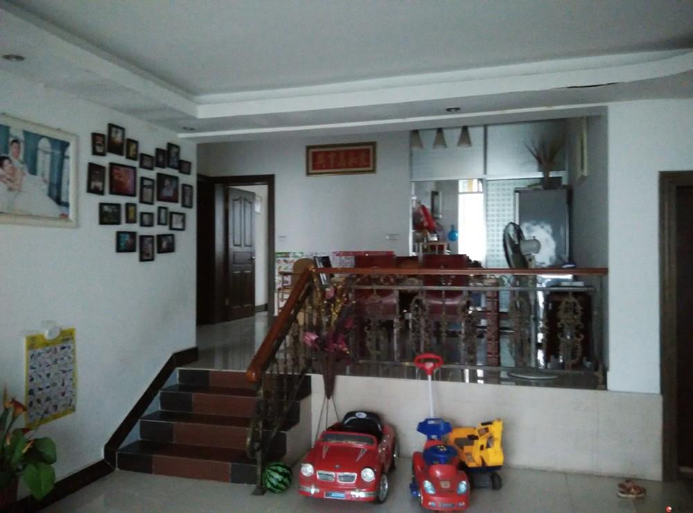金禾苑阳光城三室两厅两卫,129.2平方,小跃层,精装。