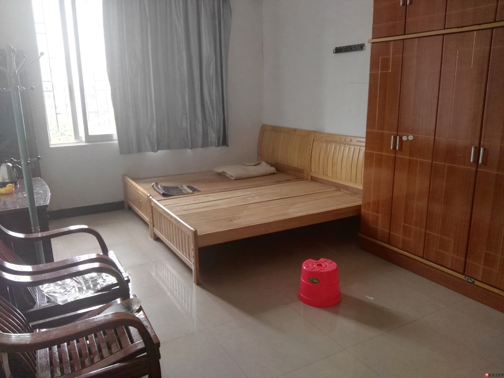 临桂世纪大道口公寓房40平米18万一口价急售!