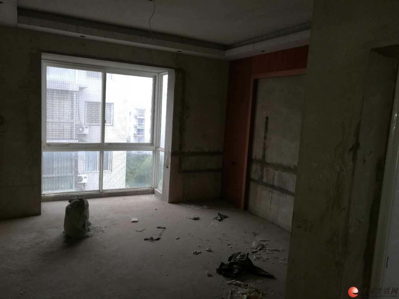 灵川丽江美岸复式楼236平方米出售,装修了一半